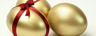 Tre oro uova Pasqua.